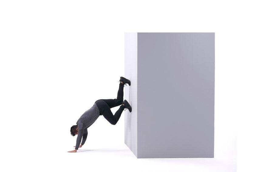 Подъем ногами по стене