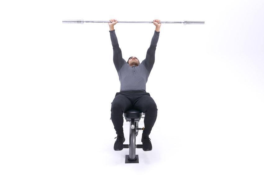 Подъем плеч со штангой на наклонной скамье