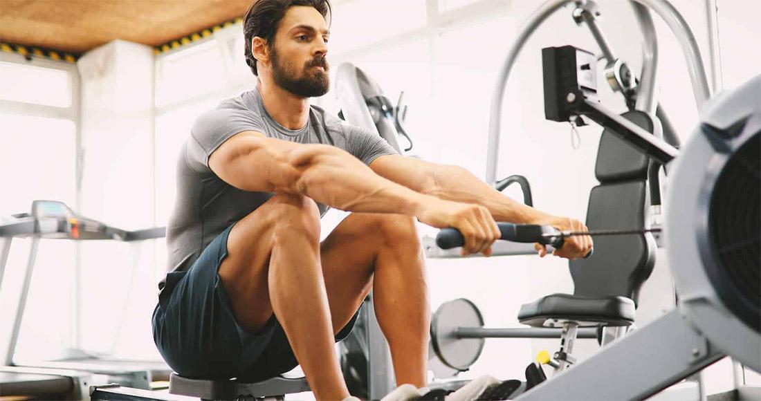Гребной тренажер: рабочие мышцы, техника выполнения и преимущества