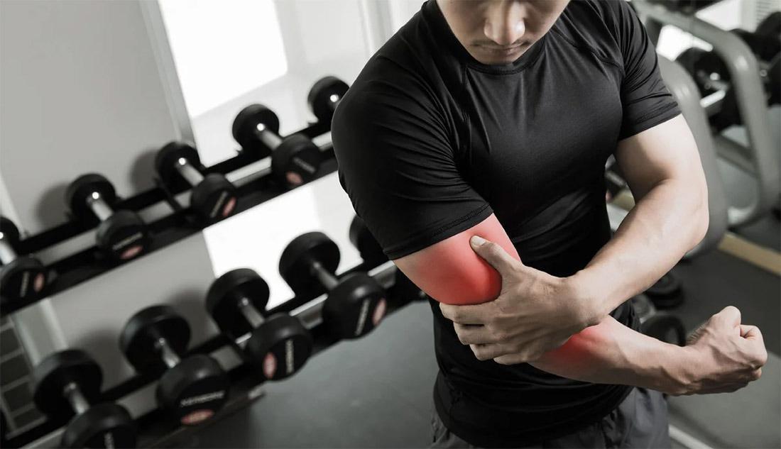 Что делать, если больно разгибать руку после тренировки
