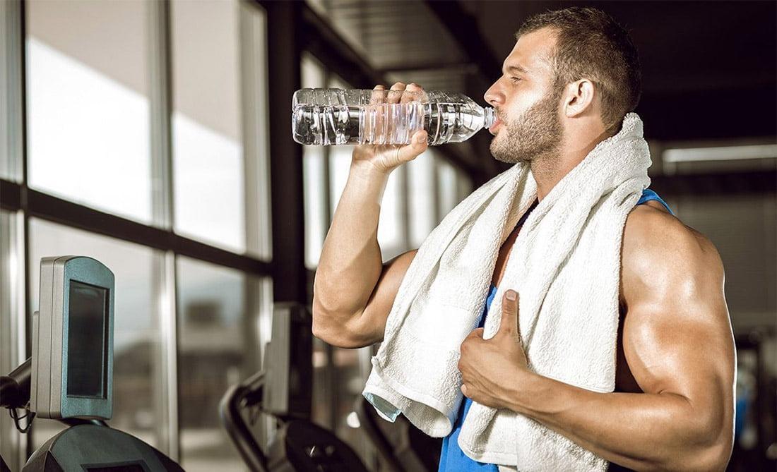 Что пить во время тренировки в тренажерном зале