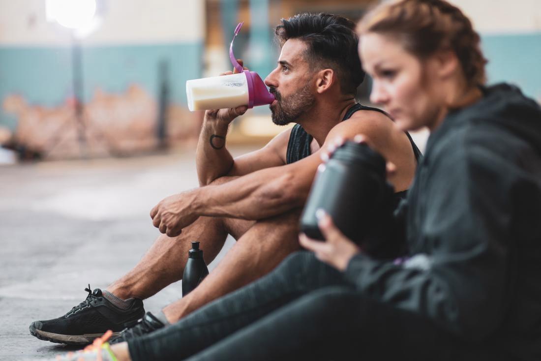 Когда пить протеин – до или после тренировки