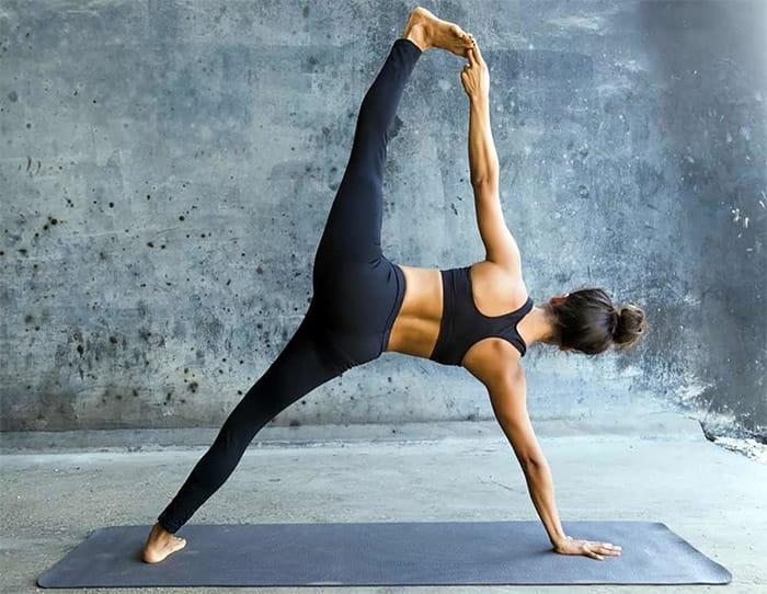 растяжка в йоге