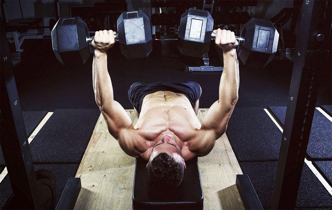 Упражнения на грудные мышцы для мужчин в зале